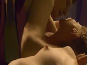 Linda Cardellini Nude