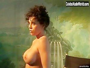 Lisa Throw Nude